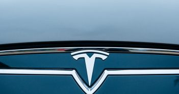 Tesla Logo - Elon Musk CEO Anzeige Betrug