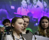 Klimaaktivistinnen fordern Abkehr vom momentanen Wirtschaftssystem